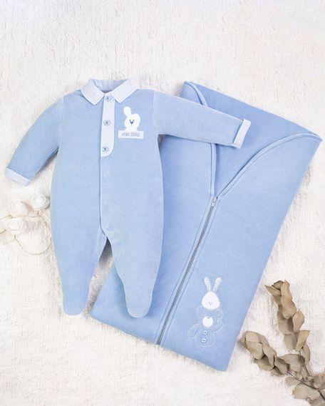 Saida-Maternidade-Menino-Plush-Bordada-Coelhinho-e-Urso-Azul-10001