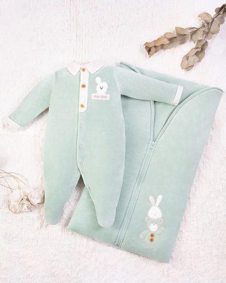 Saida-Maternidade-Menino-Plush-Bordada-Coelhinho-e-Urso-Verde-10001